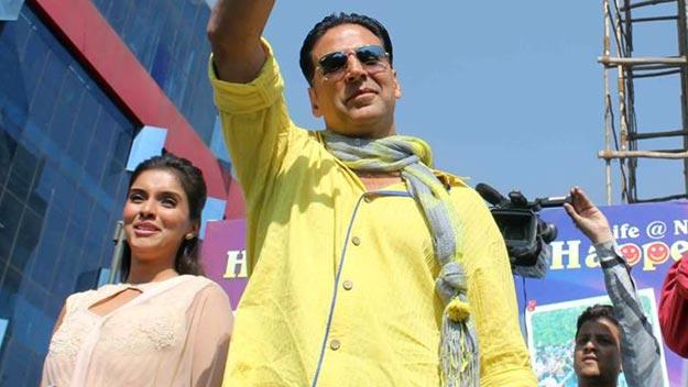 Akshay, Asin visit Jaipur to Promote Khiladi 786