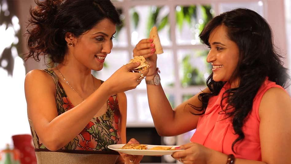 Watch Kitchen Politics - Paneer Bhurji Quesadilla on Eros Now