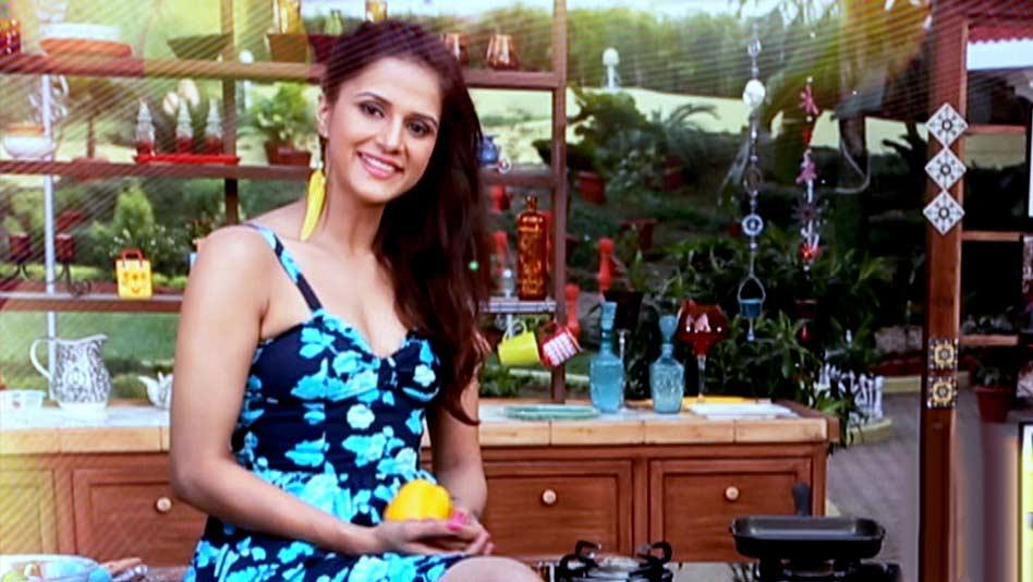 Watch Shipra's Kitchen - Christmas Cupcakes on Eros Now