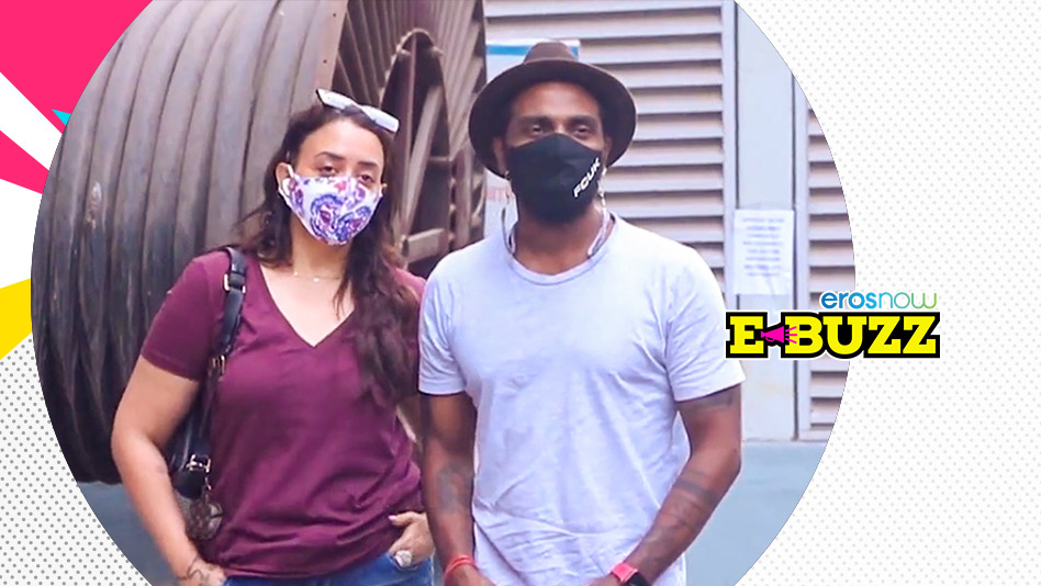 Watch E Buzz - Esha Deol, Remo D'Souza and the Sinha Family Get Vaccinated on Eros Now
